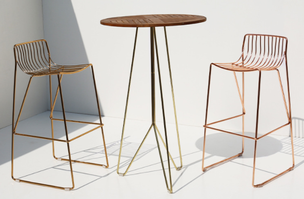 Rose gold electroplated teak wood top iron wire bar table and stool set